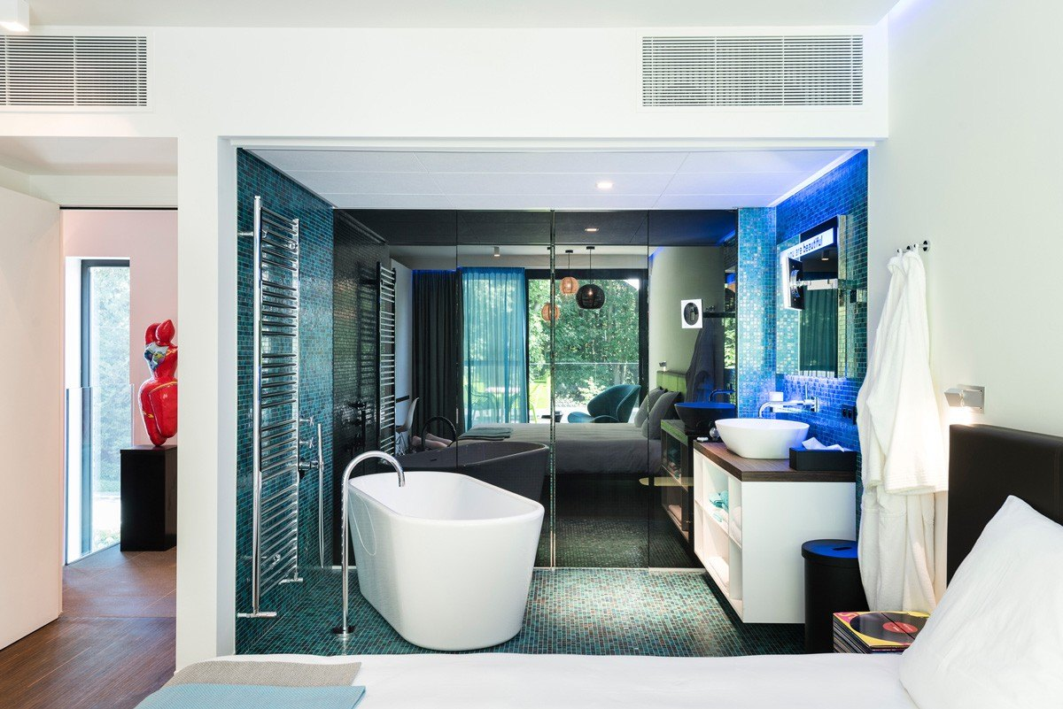 Suite Blanche Bathroom